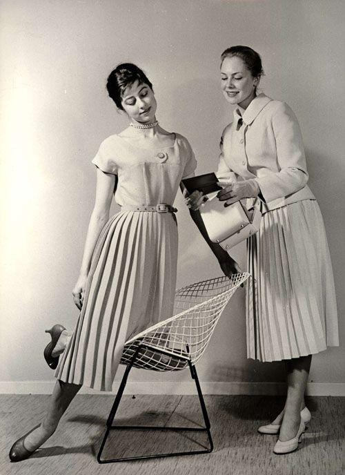 Reklambild för tonårsmode 1957. Ur Nordiska museets samling, bilder tagna för varuhuset NK.
