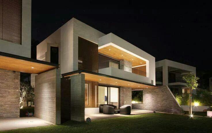 Fachada moderna madera acero. Adicionado por ConceptCasa.com.br