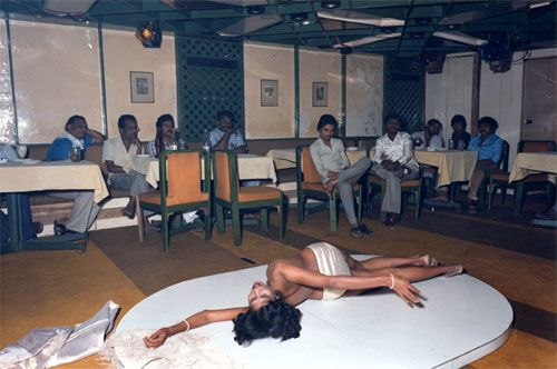 rosy, meghraj cabaret #1, bombay, 1984, from the common practice series • mitch epstein