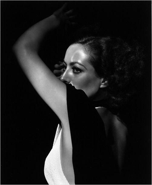 """Джордж Харрелл, прозванный """"Великий Господин Голливудского Портрета"""" (""""Grand Seigneur of the Hollywood Portrait""""), был главным фотографом Голливуда 30-х годов."""