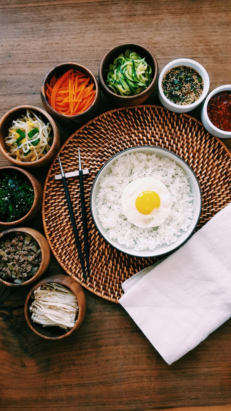 Eating healthy doesn't have to be complicated. We've partnered with Hanna Pak of Mama Pak's Kitchen to create a tasty bibimbap recipe.