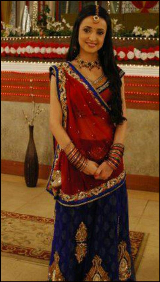 Love Sanaya Irani as well as her outfit!!