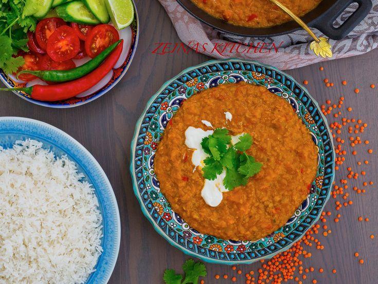 Mustig och kryddig indisk gryta med röda linser som smakar underbart gott. Jag har ett annat recept på daal HÄR! gjord på kikärtshalvor. Båda varianter är riktigt goda, denna med röda linser går snabbare att laga och jag har även tillsatt lite kokosmjölk för att göra den krämigare. 4-6 portioner 3 dl röda linser 1 gul lök 2 morötter 2 tomater 1 msk tomatpuré 1 bit ingefära 4 st vitlöksklyftor 1-2 st chili (torkad eller färsk funkar bra) 2 dl kokosmjölk (kan uteslutas och ersättas med vatten…