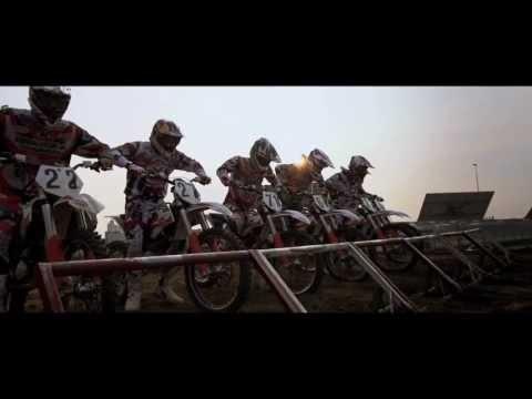 RACING THE KTM FREERIDE E - YouTube