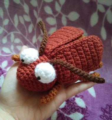 Crochet (amigurumi) bug - free crochet pattern // Horgolt barna bogár plüss (ingyenes amigurumi minta) // Mindy - craft tutorial collection // #crafts #DIY #craftTutorial #tutorial #amigurumi #crochet #freeCrochetPattern #freeAmigurumiPattern