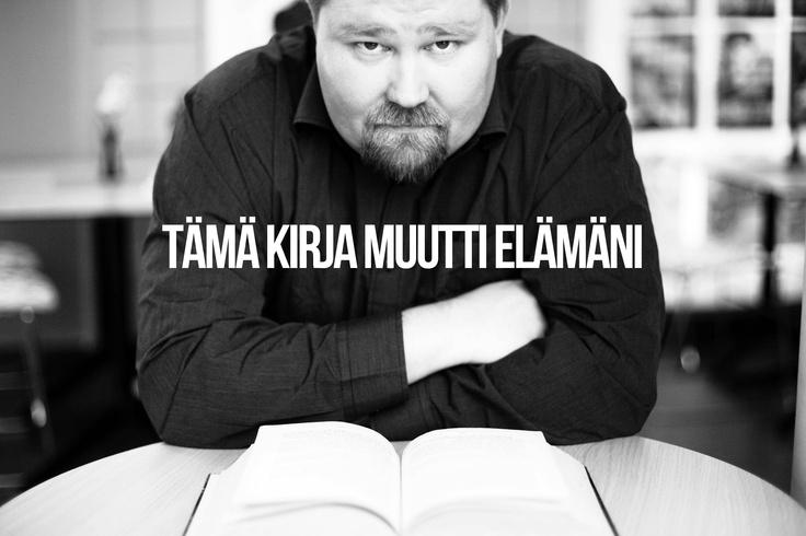"""""""Ostin lähikirjastoni poistomyynnistä paksunpuoleisen kirjan: Jostein Gaarderin Sofian maailman. Se pölyttyi ensin hyllyssä puoli vuotta vuoroaan odottamassa, mutta sen jälkeen olin myyty. Pidän siitä, että romaaneista löytyy tietosisältöä. Sofian maailman jälkeen ovat viittaukset tunnettujen filosofien töihin auenneet."""" -Jori/ http://kaikenvoilukea.blogspot.fi/"""