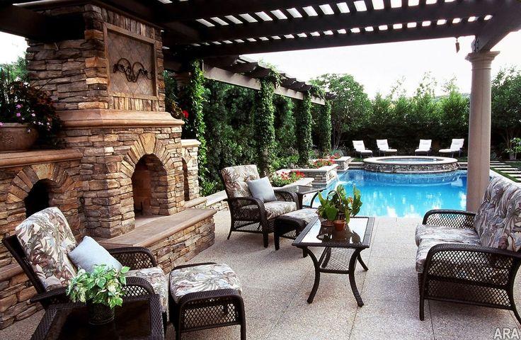 Если размеры патио позволяют душе развернуться, то небольшой бассейн одобрят все ваши домочадцы и гости вашего дома.