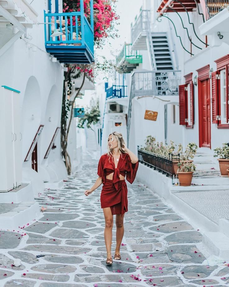11 Stylish Female Travel Bloggers Instagram You Need To Follow    http://bit.ly/2glGIDW  #fashion #style #travelling #fashionblogger #outfitideas #vacation