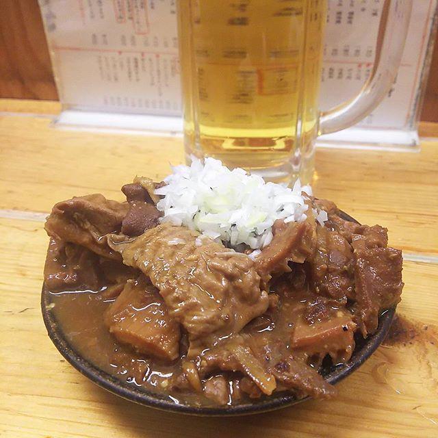 最近煮込み付いてる… #逸品 寒いので自然と😄😄 #japanesefood #izakaya #大衆酒場 #牛もつ煮込み #nikomi #igs_photos #igerstokyo #ig_tokyo #tokyotrip #tokyofood #tokyo #suidobashi #水道橋 #でん #beer