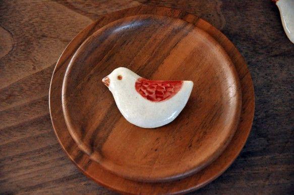 ことり陶器ブローチ(dark red)|Naoko Nakajima |Creema