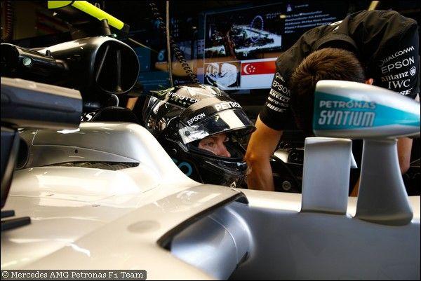 GP Singapore, PL3: Rosberg davanti, Max incollato, 3° Kimi