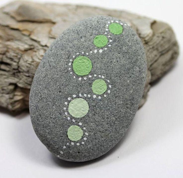 Feng Shui gartendeko mit bemalten Steinen