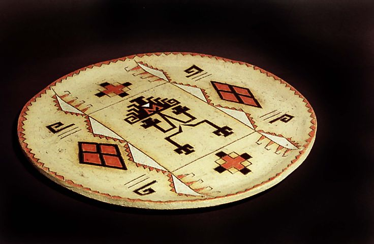 Ornamental stoneware plate hand painted. Desigs and figures of Mapuche culture. By Maggie Sierralta