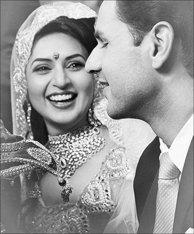Get Vivek Dahiya and Divyanka Tripathi Engagement Photos, also find Divyanka and Vivek's engagement dresses pics along with family, engagement rings and more