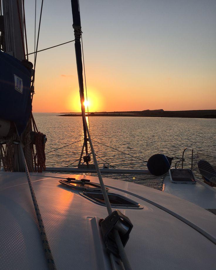 Queste situazioni le possiamo vivere solo con una #vacanzaInCatamarano #fornelli #tramonto #sunset