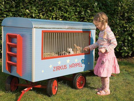 Mädchen spielt© SelbermachenBollerwagen an sich sind zwar ausgesprochen praktisch, aber irgendwann au