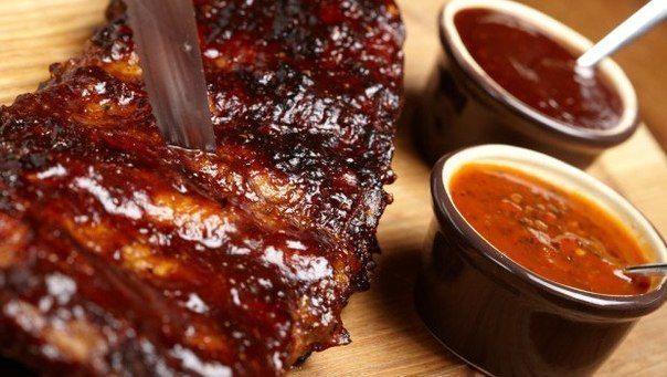 http://amazing-food.ru Соус Техас домашнего приготовления для свиных ребрышек. Ингредиенты: кетчуп томатный 480 г сахар коричневый ½ стакана лук-шалот ½ шт. горчица желтая семена 2 ст. л. соус красный...