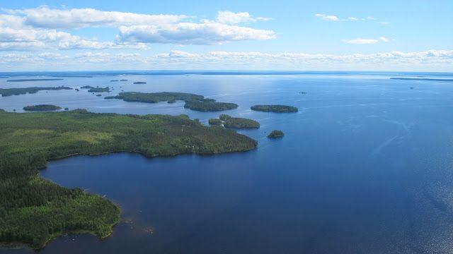 Każdy słyszał o piratach wszelkich ciepłych i nieco chłodniejszych mórz. Ale kto spodziewałby się piratów w Finlandii? W dodatku na jeziorze? Mało tego, piraci z wioski Kives nad brzegiem jeziora Oulu istnieli naprawdę! Jezioro Oulu znajduje się w środkowej Finlandii, jest to piąte pod względem wielkości jezioro Finlandii, o powierzchni 887 km2 i linii brzegowej wynoszącej około 1021km. Krótko mówiąc, to jest bardzo duże jezioro, co widać na załączonym powyżej zdjęciu.