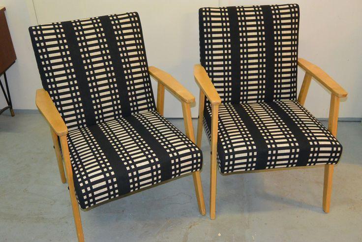 50-luvun tuolit verhoiltu uudelleen ja pehmusteet vaihdettu