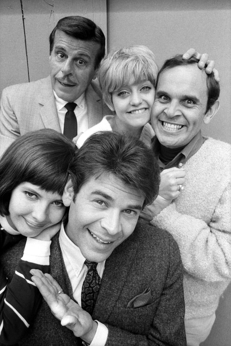"""""""Good Morning, World"""" promo still, 1967.  Clockwise from top:  Billy DeWolfe, Goldie Hawn, Ronnie Schell, Joby Baker, Linda Parrish.  Bill Persky, the creator of this CBS sitcom that lasted one year, later stated there was only one female lead in the original draft of the show.  After Hawn came in to read for the part, Persky went back and created a neighbor role especially for her."""