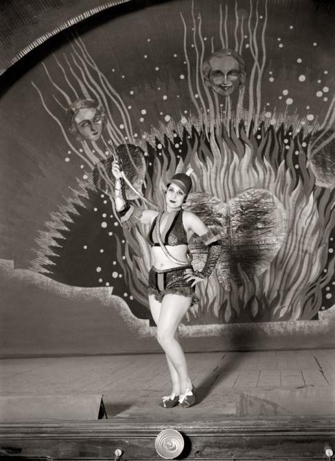 Vedette argentina Celia Gámez, en el Teatro Pavón (Madrid), en 1933. Fot. Santos Yubero.