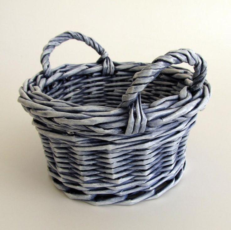 Способ крепления ручки на корзинку - Плетение из газетных трубочек - Поделки из бумаги - Каталог статей - Рукодел.TV