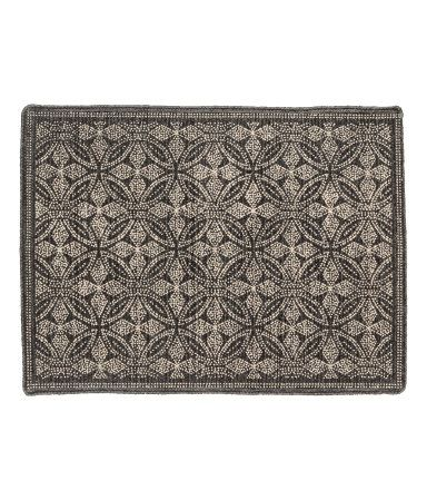 Anthracite gray/natural white. Rectangular bath mat in cotton fabric with a printed pattern. Non-slip protection at back.