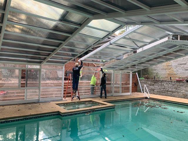 Georgia Pool Enclosure Manufactured By Roll A Cover Pool Enclosures Residential Pool Swimming Pool Enclosures
