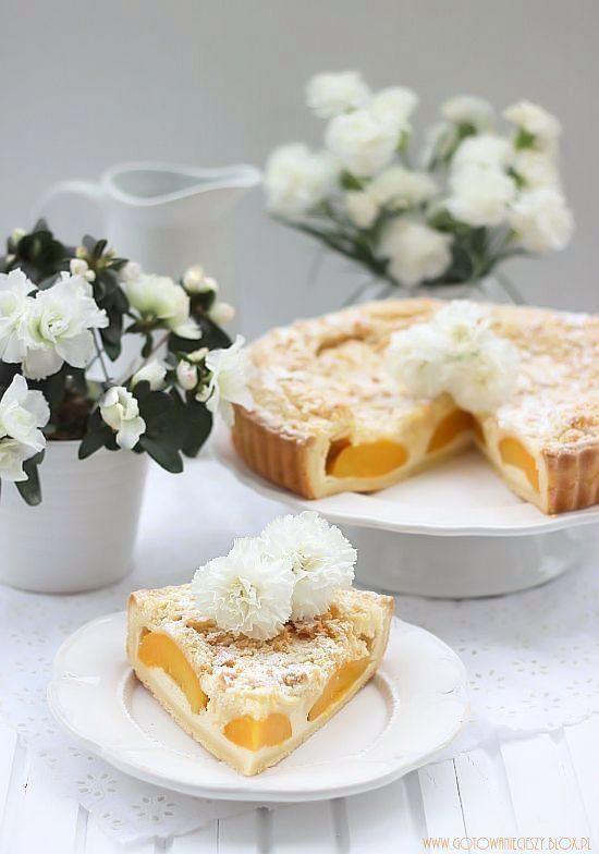 Waniliowa tarta z brzoskwiniami i kruszonką - Gotuję, bo lubię
