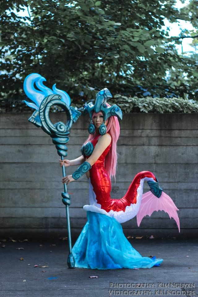 Koi Nami from League of Legends<===ok  I have no idea who this is, I just had to pin this because this is a FUCKING AWESOME way to do a mermaid tail!!!!