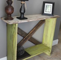 DIY Pallet Projects & Ideas | DIY Entryway Table | Amazing Do It Yourself Projects Made With Wooden Pallets | Living Room, Bedroom, Indoor and Outdoor, Kitchen, Patio. Coffee Table, Couch, Dining Tables, Shelves, Racks and Benches http://www.thrillbites.com/35-diy-pallet-projects-ideas