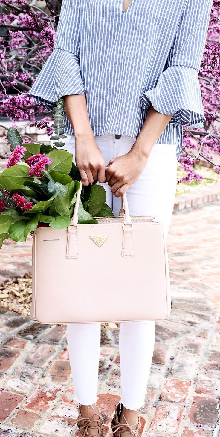 Striped Blouse & Pink Leather Tote Bag & White Skinny Jeans
