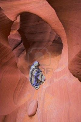 2018434-arenaria-rossa-come-grotta-canyon-con-ragazza-simboleggia-un-spirito-di-terra.jpg (267×400)
