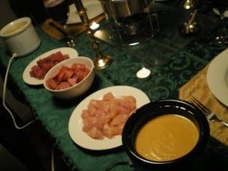 FONDUE!Veggies Recipe, Yummy Food, Meat, Fondue Parties, Christmas Eve, Fries Pies, Cheddar Recipe, Fondue Recipes, Oil