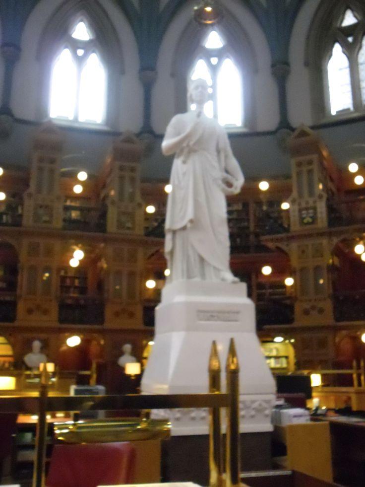 Parliament of Canada Library in Ottawa, Statue of Queen Victoria