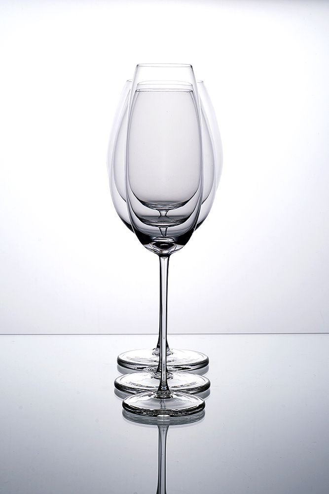 Wine glasses - La nuit by Filip Dobias