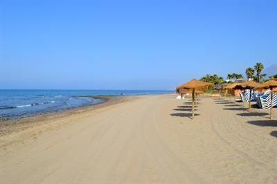 Playa El Alicate o Alicate Beach en una de las mejores playas de Marbella.