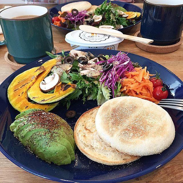 hi_rose80 on Instagram pinned by myThings Today's breakfast . 野菜モリモリイングリッシュマフィンプレートでおはようございます☺︎ . マッシュルームサラダにハニーマスタードドレッシング。 やっと買えたグリルパンで焼いた南瓜。 満足満足‼︎ . . #breakfast #homemade #foodie #foodpic #foodporn #kaumo #kurashirufood #cookingram #delistagrammer #クッキングラム#デリスタグラマー#朝時間#朝じかん#朝食#朝ごはん#朝ごパン#おうちごはん#新米ママ #男の子ママ#10months #生後10ヶ月 #5月生まれ
