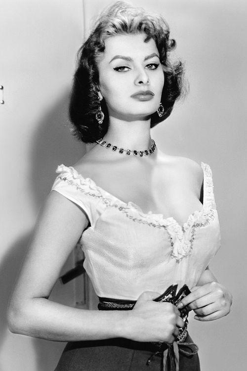 Famous Italians ~ #famousItalians #Italians #ItalianDiva #celebrities ~  ~ Sophia Loren, c 1950s.