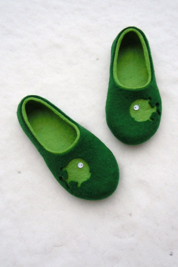 Felted men slippers FISHES by SimplicityOfFelt on Etsy, $64.00 Men's size 7, or Women's size 9