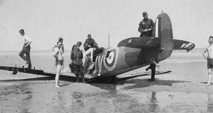 Spitfire Mk Ia N3200 of No. 19 Squadron RAF Sangatte Beach 1940 | World War Photos