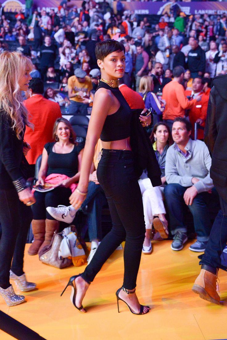 10 cose incredibili che Rihanna fa sui tacchi a spillo e per te sarebbero impossibili