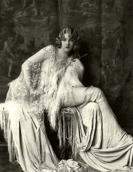Amazingly gorgeous! Ziegfeld Girl Gladys Glad, portrait by Alfred Cheney Johnston.