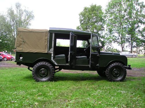 """Awesome Land Rover Series I 107"""". I don't know if they every did a double cab pick up from the factory but its very cool."""