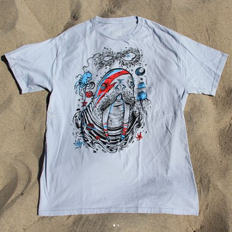 Wally Starfishdust Silver Tee on Art.Life MADE IN USA. #outdoors #nature #artlife #cottontee #graphictee #mensstyle #mensfashion #cotton #ecofriendly #tattoo #photography #oatmeal #retro #triblend #southbay #cotton #ecofriendly #beachstyle #vintage #wildlife #saveourseas #natureinspired #sustainablefashion #sustainableliving #menswear #beachwear