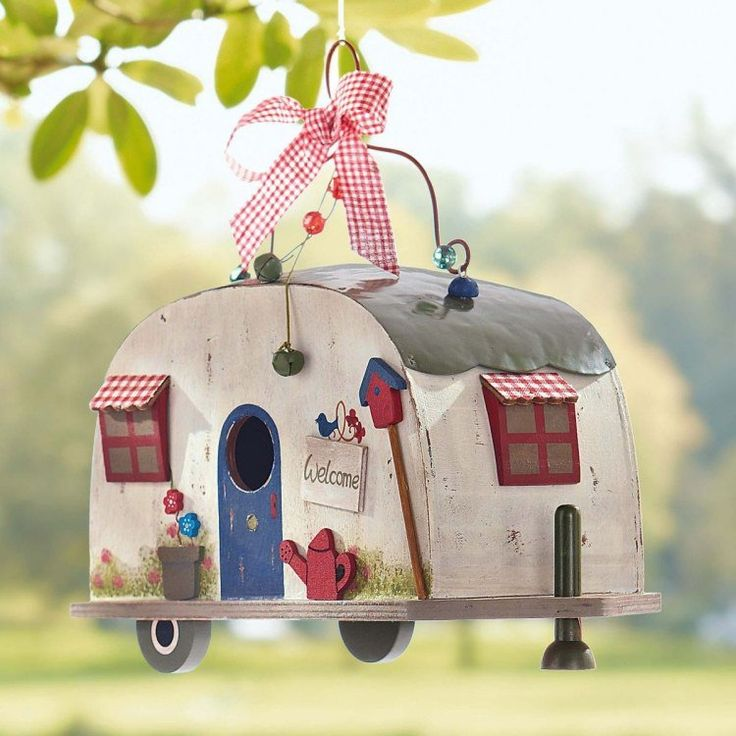 nichoir et mangeoire sympa: caravane à oiseaux en bois