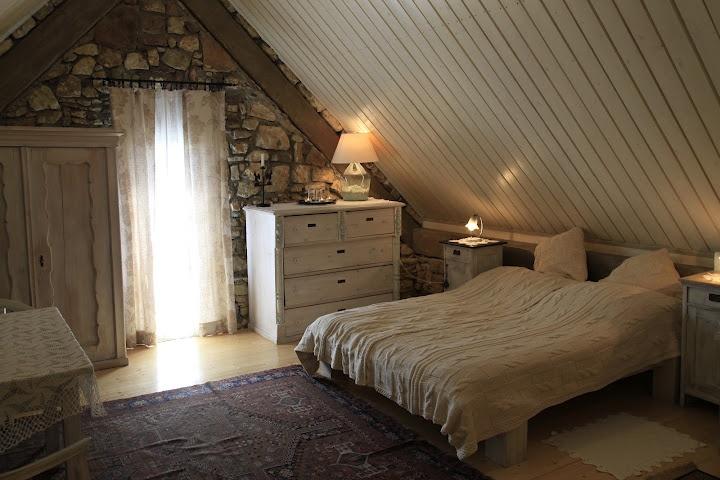 Káli Art Inn white room