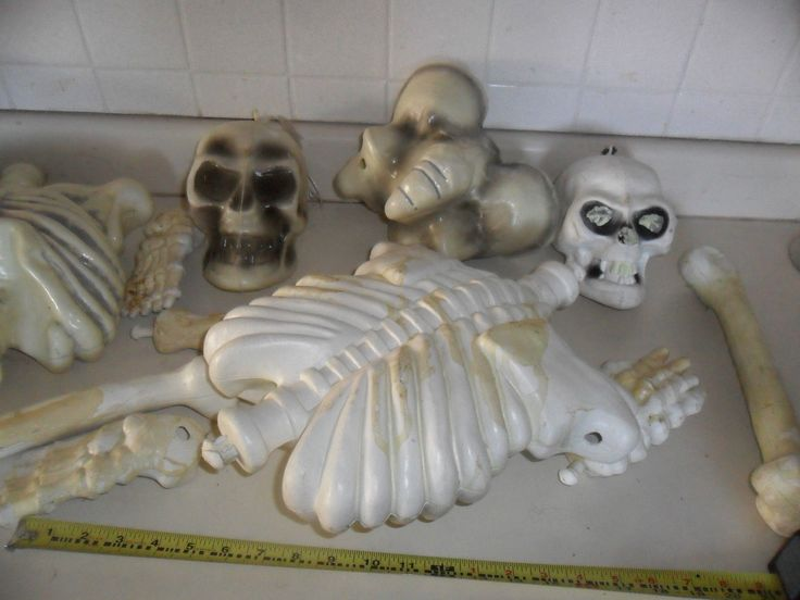 1980 39 s blow mold skeleton bones bag of bones halloween for Bag of bones halloween decoration