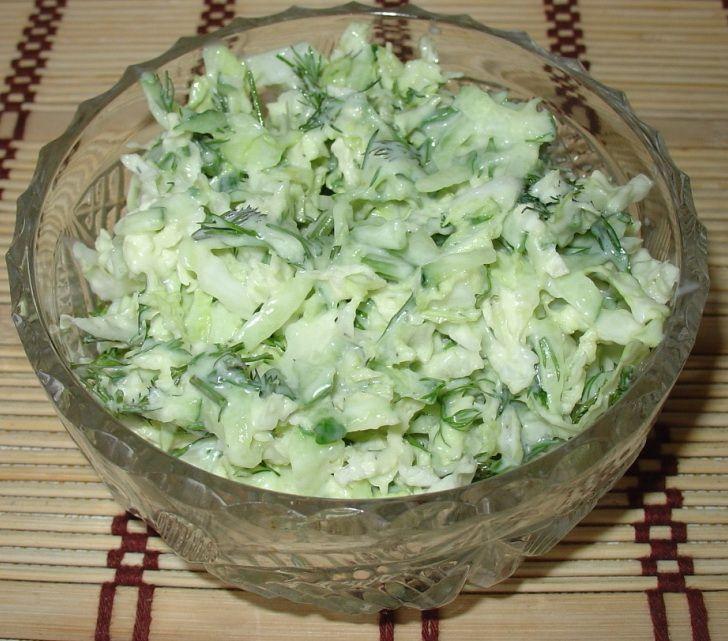 Салат из молодой капусты с фетой (творогом)