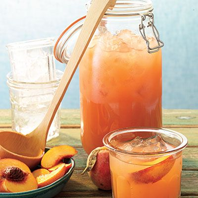 Peach Lemonade (4 cups water 2 cups coarsely chopped peaches 3/4 cup sugar 1 cup fresh lemon juice 4 cups ice 1 peach)